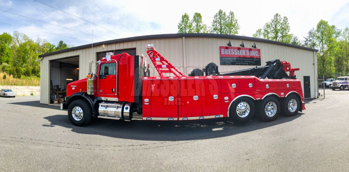 Red Kenworth T800 Century 9055XL Heavy-Duty Wrecker