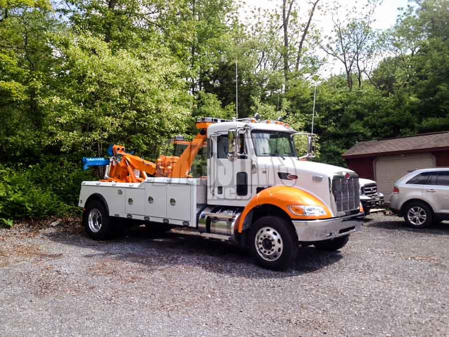 Peterbilt Century Medium Duty Wrecker